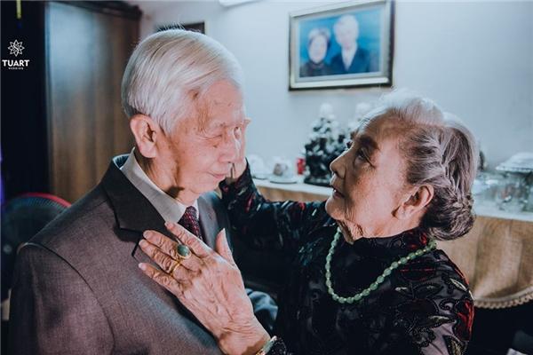 """Bộ ảnh """"Em ơi có bao nhiêu - 90 năm cuộc đời"""" tạo sức hút mạnh mẽ trên mạng xã hội."""
