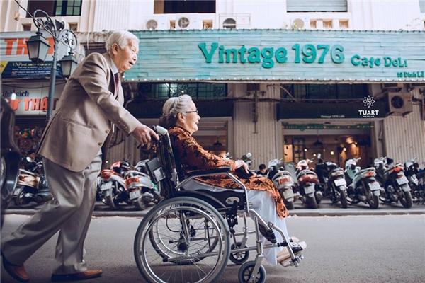 Nói về tình yêu của đôi vợ chồng già đã bước sang tuổi 90.