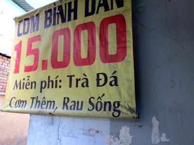 """Các quán ăn bình dân của Sài Gòn thường là """"thiên đường"""" của những thứ miễn phí. (Ảnh: Internet)"""