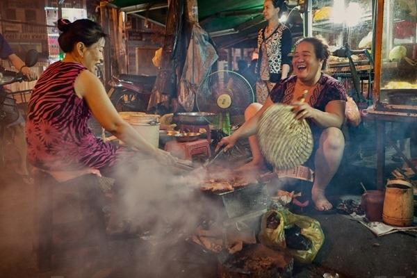 Không khívui vẻ dễ chịu là điều thường thấy của hàng quán Sài Gòn. (Ảnh: Internet)