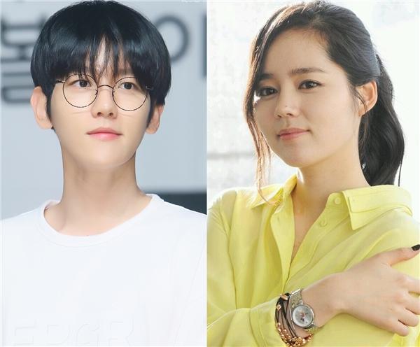 """Được biết đến như một mĩ nam không tì vết của EXO, Baekhyun cũng đặt ra yêu cầu khá cao đối với bạn gái tương lai. Nam thần tượng sẽ """"đổ"""" ngay một cô gái sở hữu làn da trắng mịn, thân hình quyến rũ và toát ra mùi hương đặc biệt. Đối với tiêu chuẩn đã đặt ra, Baekhyun chọn ngay đàn chị Han Ga In làm mẫu bạn gái lí tưởng."""