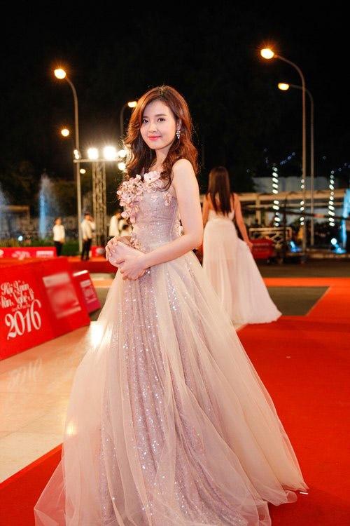 Điểm danh những quý cô độc thân quyến rũ bậc nhất showbiz Việt
