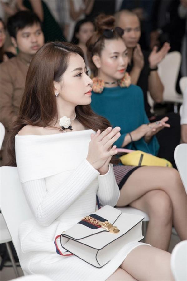 Chiếc túiSylvie của Guccicó giá khoảng 55 triệu đồng được nữ diễn viên kết hợp đồng điệu với trang phục.