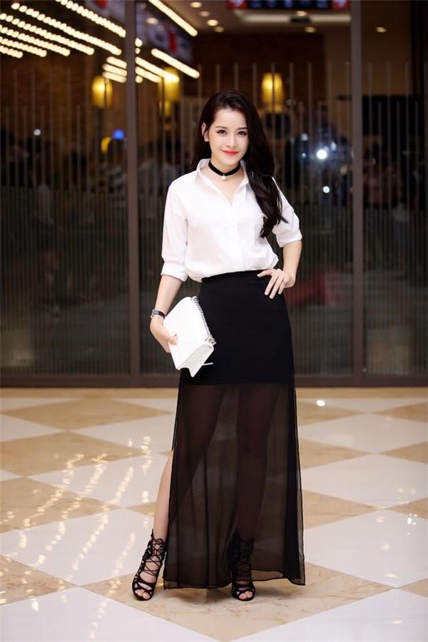 Chi Pu cũng không ngần ngại bỏ ra gần 80 triệu đồng để sắm cho mình chiếc túi Diorama cỡ vừa, màu trắng thanh lịch.