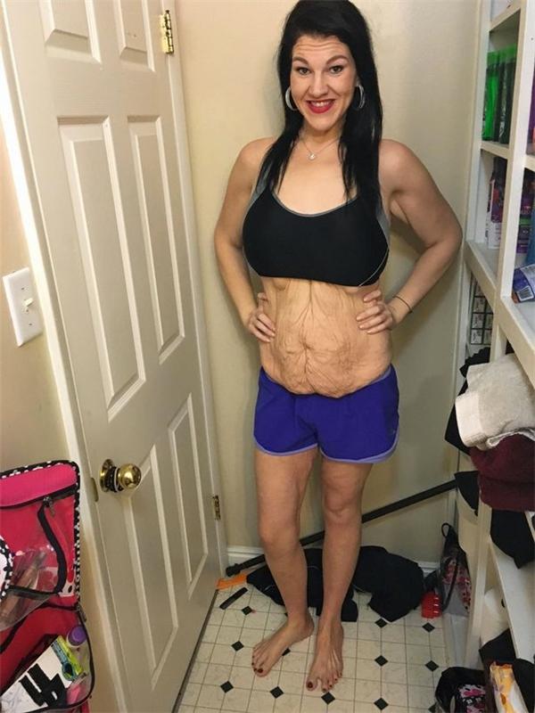 Da bụng Tiffany chảy sệ đến đáng sợ.
