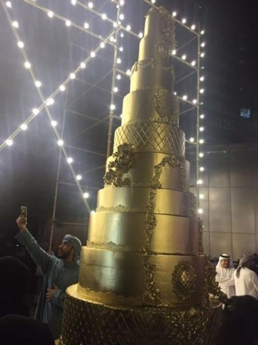 """Không gian tiệc cưới sang trọng với danh sách khách mời thuộc hàng """"khủng"""" của Dubai."""
