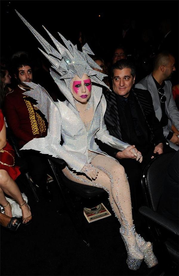 Thời trang dự Grammy của nữ ca sĩ luôn gợi nhắc người hâm mộ về những đêm tiệc Halloween.