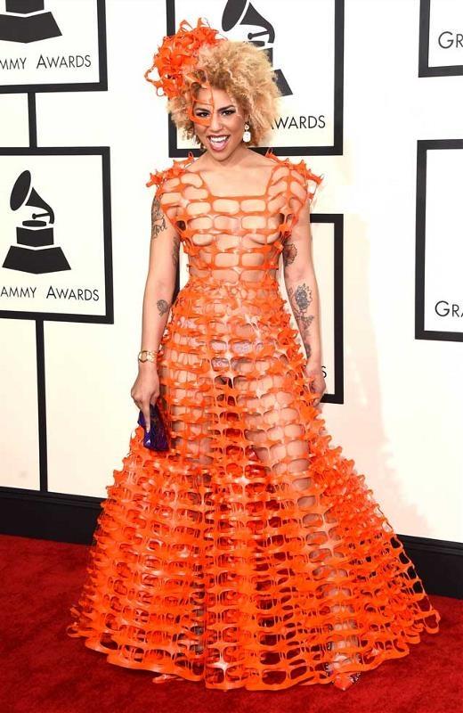 Joy Villa đã chứng minh cách trở thành nữ hoàng thảm đỏ: Không thể mặc đẹp thì phải mặc hở!