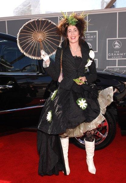 Chiếc đầm Imogen Heap đang mặc hẳn đã khiến nhiều người nhớ về khung cảnh đồng quê yên bình.