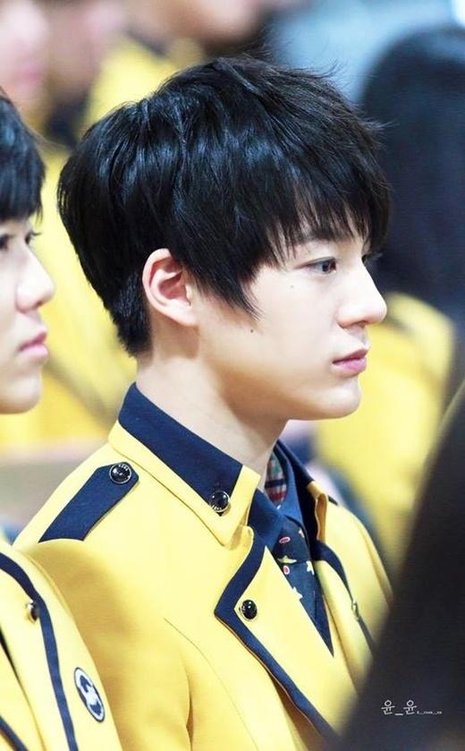 """Hãy tưởngtượng khi đi học và khi nhìn ngang chính là """"cậu bạn""""NCT Jeno thì như thế nào nhỉ?"""