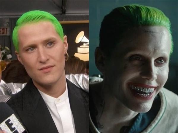 """Mike Posner hẳn vẫn còn đang trong giai đoạn... """"mê đắm"""" The Joker trong Suicide Squad đây mà."""