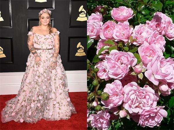 """Elle King thì vác cả một vườn hồng đến lễ trao giải, đúng chuẩn """"tươi như hoa"""" luôn."""