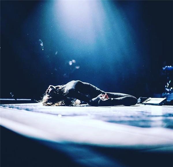 #6 - Một khoảnh khắc khác của Selena trong Revival Tour (3.9 triệu).