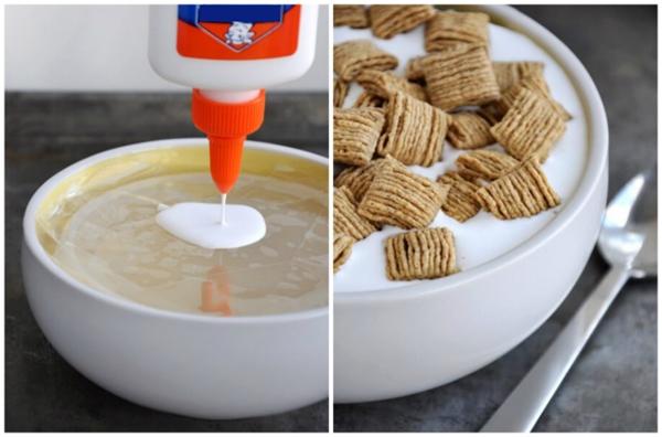 Dùng keo thay cho sữa. Vì ngũ cốc rất dễ thấm sữa và chìm xuống đáy tô hoặc chảy nhão ra nên người ta phải dùng keo để thay thế.