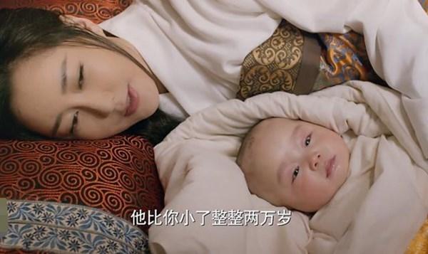 Chỉ mấy ngày sau đó vợ của đại hoàng tử đã sinh, vậy mà Tố Cẩm lại hơn Dạ Hoa đến 20 nghìn tuổi.