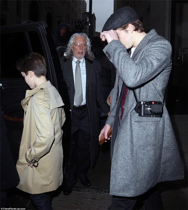 Cậu cả Brooklyn sành điệutrong bộ trang phục phong cách cổ điển đậm chất Anh.