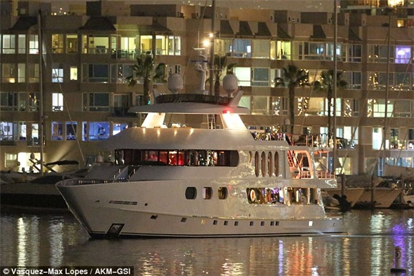 Chiếc du thuyền sang trọng đượcThe Weeknd thuêcó giá lên đến 5000 USD (110 triệu VND) một giờ.