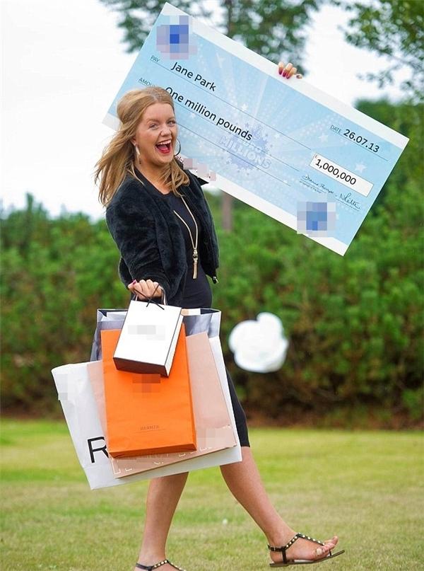 Cô gái trẻ có ý định kiện công ti xổ số sau khi trúng giải thưởng lớn.