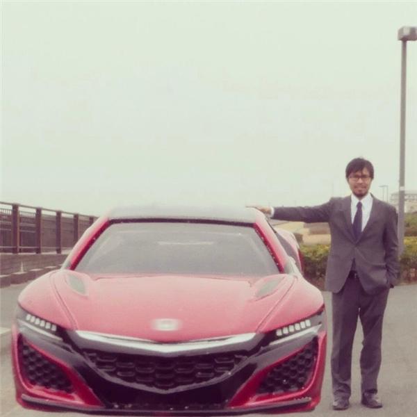...và còn sở hữu cả siêu xe nữa, đều là những điều mà Keisuke đời thực không thể có được.