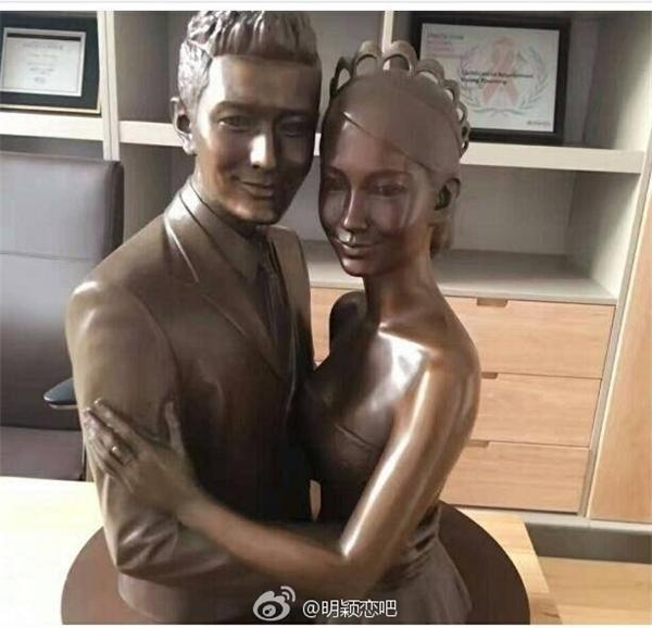 """""""Tròn mắt"""" ngắm tượng đồng trưng trong văn phòng của Huỳnh Hiểu Minh"""