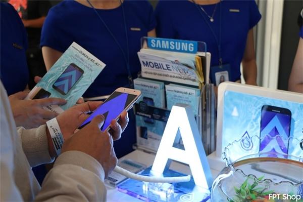 Bạn có cơ hội trúng điện thoại Galaxy A5 2017 và nhận ngay cặp nước ngọt Pepsi khi đến FPT Shop trải nghiệm bộ đôi Galaxy A 2017.