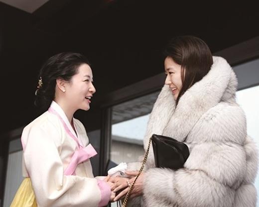 JunJi Hyun bị chỉ trích vì mặc chất liệu gây hại với động vật.