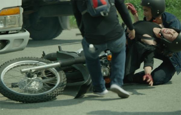 """Những pha tai nạn nguy hiểm khiến sao Việt """"thót tim"""" - Tin sao Viet - Tin tuc sao Viet - Scandal sao Viet - Tin tuc cua Sao - Tin cua Sao"""