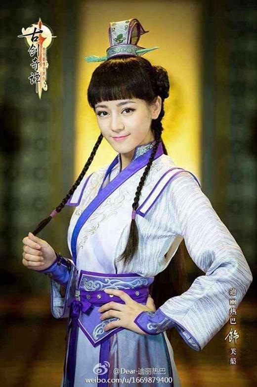 Vai diễn Phù Cừ trong Cổ Kiếm kỳ đàm khiến sự nghiệp diễn xuất của Địch Lệ Nhiệt Ba dần phát triển và tên tuổi của cô được nhiều người biết đến.