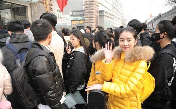 Mặt mộc của cô nàng trong buổi đi thi vào Học viện nghệ thuật ở Trung Quốc.