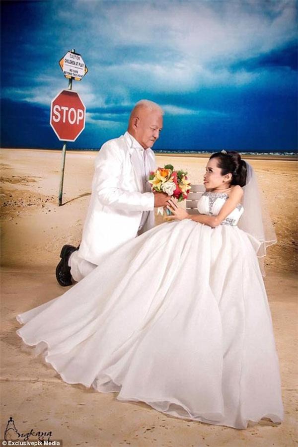 Jroonsi Simanta cùng chồng – một cụ ông 64 tuổi. (Ảnh: Daily Mail)