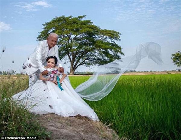 """""""Emmuốn được là một cô dâu xinh đẹp nhưng em không có tiền"""". (Ảnh: Daily Mail)"""