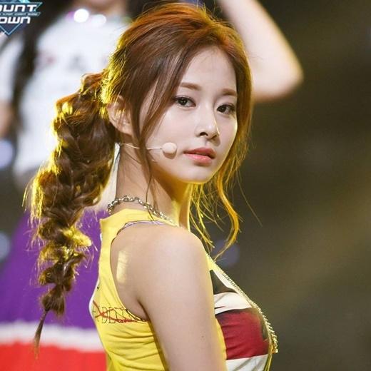 Tuy ra mắt cùng với TWICE chưa lâu, nhưng cô đã cùng với nhóm kiếm về cho JYP số lợi nhuận khổng lồ.