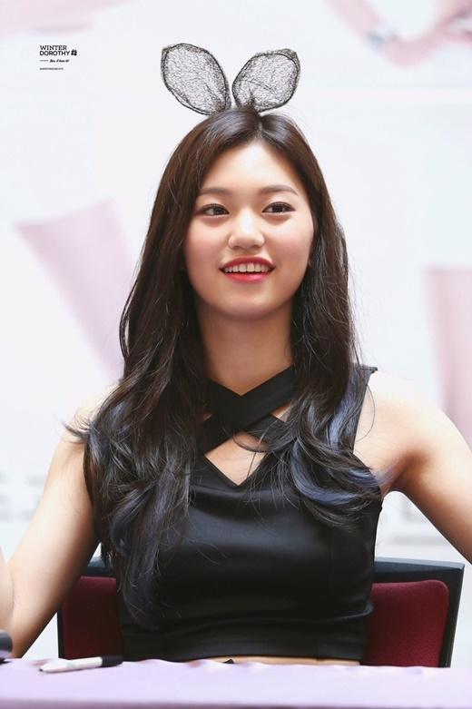 Hy vọng sau này gặp lại, Kim Doyeon sẽ ngày càng trở nên quyến rũ và xinh đẹp hơn, dù hiện tại là có thể đánh gục hàng ngàn trái tim rồi.
