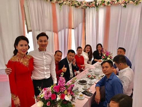 Trước đó, MC Thành Trung xác nhận anh và bạn gái Ngọc Hương sẽ tổ chức đám cưới vào đầu tháng 3 sắp tới tại Hà Nội. Hiện tại, cặp đôi đã hoàn tất việc chụp ảnh cưới và đặt tiệc. - Tin sao Viet - Tin tuc sao Viet - Scandal sao Viet - Tin tuc cua Sao - Tin cua Sao