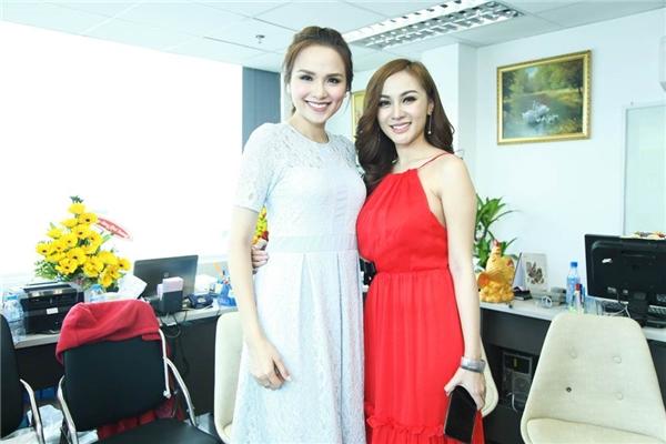 Kelly tự tin đọ sắc cùng Hoa hậu Diễm Hương