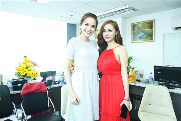 Kelly tự tin đọ sắc cùng Diễm Hương.