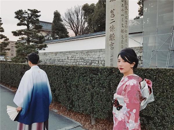 Trong chuyến đi Nhật vào đầu năm, Quỳnh Anh Shyn và bạn trai cũng tỏ ra thích thú khi được diện kimono truyền thống.