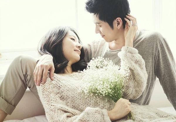 Người yêu nhau chỉ cần nhìn sâu trong đôi mắt thôi cũng đủ hiểu nhau rồi.