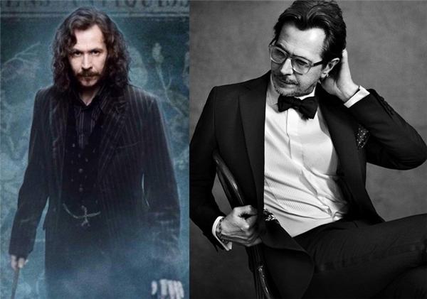 Ai mà ngờ được chú Sirius Black (do nam diễn viên Gary Oldman thủ vai)gầy gò, tóc tai bết dính, phải chịu án oan suốt 13 năm trời lại có thể hấp dẫn thế này nhỉ?