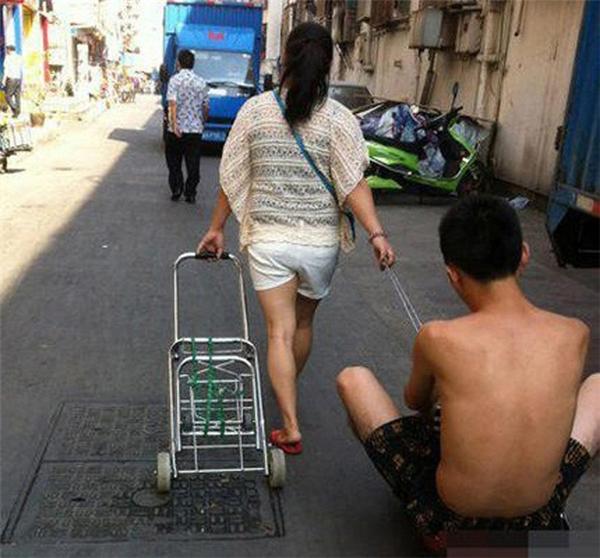 Đưa chồng đi chợ...