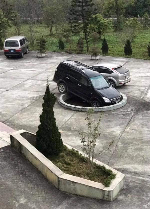 Bây giờ đỗ ô tô phải thế này à các bác?