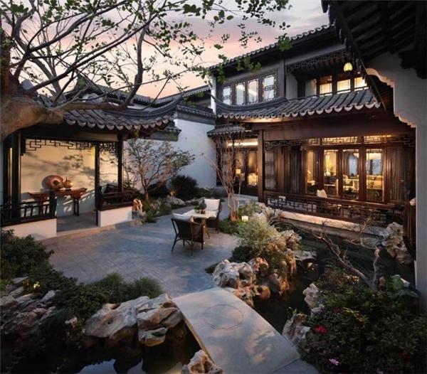 Những khu vườn ở đây được thiết kế dựa trên Tô Châu Viên Lâm, Vườn cây cảnh cổ điển Tô Châu, còn gọi là Cô Châu, một kiến trúc lâm viên ở trong nội thành của Tô Châu, một trong những Di sản Văn hóa được UNESCO công nhận.