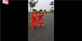 Hai bé gái song sinh nhảy theo  Không Cảm Xúc  cực đáng yêu!