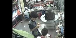 [Video Clip] Iphone 5s bất ngờ phát nổ trên tay thợ sửa máy