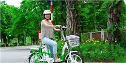 Mỹ Linh hứng khởi trải nghiệm xe đạp điện