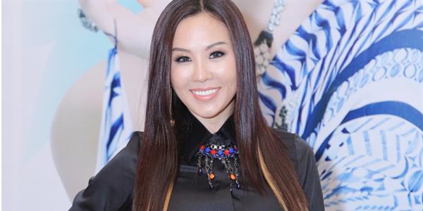 """Hoa hậu Thu Hoài """"khoe sắc"""" với bộ váy Trung Đông giá 140 triệu đồng"""