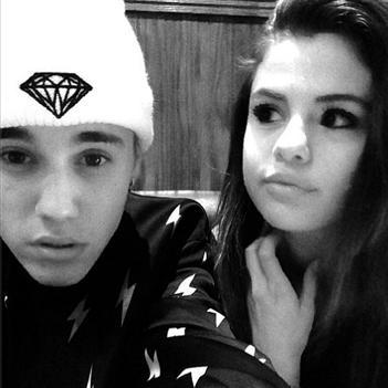 Justin Bieber hạnh phúc cùng Selena Gomez tại quê nhà