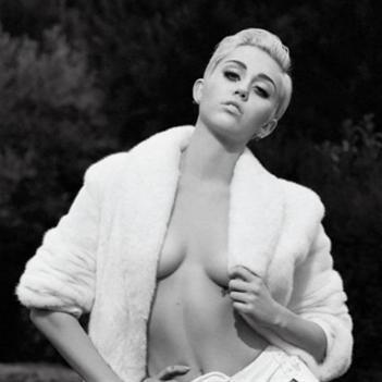 """Miley Cyrus chẳng có gì đặc biệt, ngoài việc chỉ biết """"ngoáy mông""""!"""