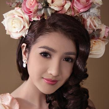Linh Napie đẹp dịu dàng như một nàng công chúa