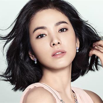 Song Hye Kyo tự nhận ngày càng nam tính